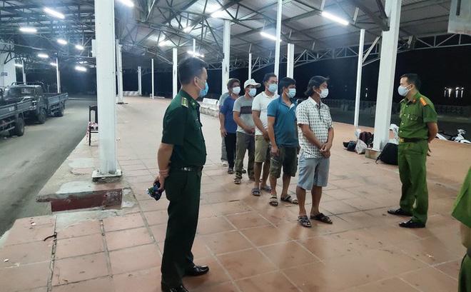 """Dùng """"độc chiêu"""" trốn cách ly khi đi từ Đà Nẵng ra Huế, nhóm ngư dân vẫn bị phát hiện"""