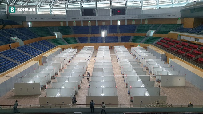 Cận cảnh bệnh viện dã chiến xây thần tốc trong 4 ngày tại Đà Nẵng trước giờ bàn giao - Ảnh 8.
