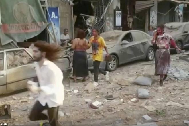 Nhiều người bị thổi bay: So sánh vụ nổ ở Beirut với thảm họa Chernobyl, nhân chứng phẫn nộ đòi công lý - Ảnh 4.