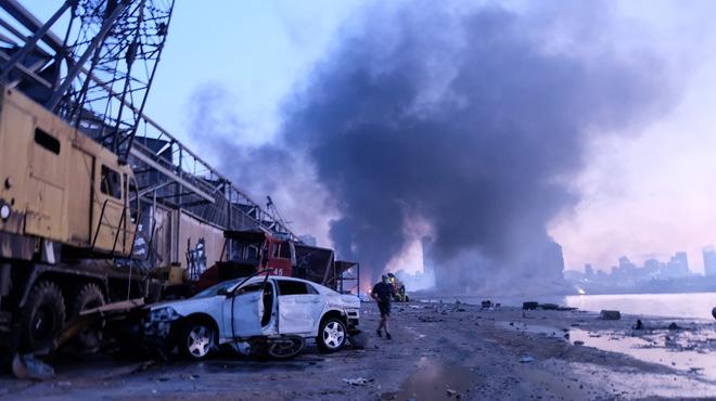 Vụ nổ kinh hoàng ở Lebanon: Nhân chứng chưa hoàn hồn nói khủng khiếp hơn chiến tranh - Ảnh 1.