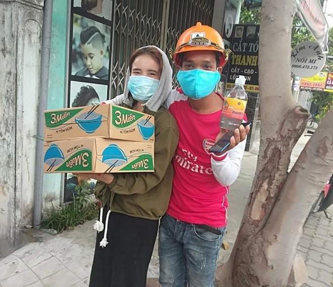 Chàng trai Cơ Tu mất việc, mắc kẹt ở Đà Nẵng với 100.000 đồng... lần đầu biết cảm giác hạnh phúc là thế nào! - Ảnh 6.
