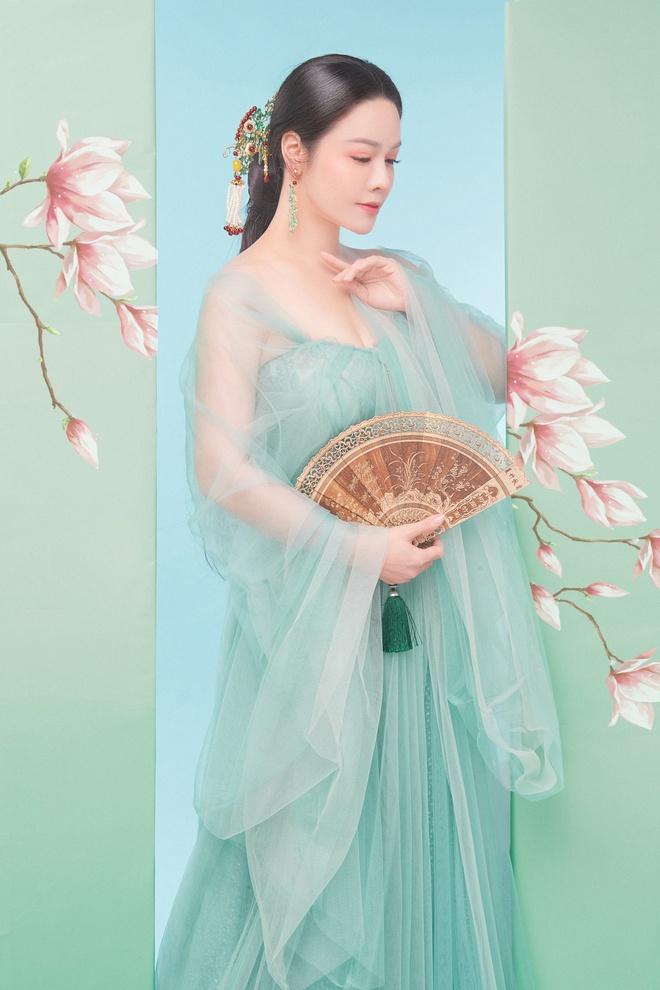 Nhật Kim Anh khoe thần thái trẻ đẹp trong loạt ảnh cổ trang - Ảnh 4.