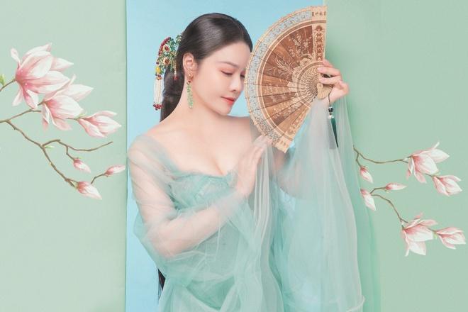 Nhật Kim Anh khoe thần thái trẻ đẹp trong loạt ảnh cổ trang - Ảnh 5.