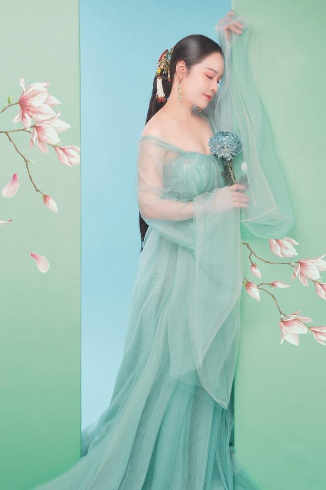 Nhật Kim Anh khoe thần thái trẻ đẹp trong loạt ảnh cổ trang - Ảnh 3.