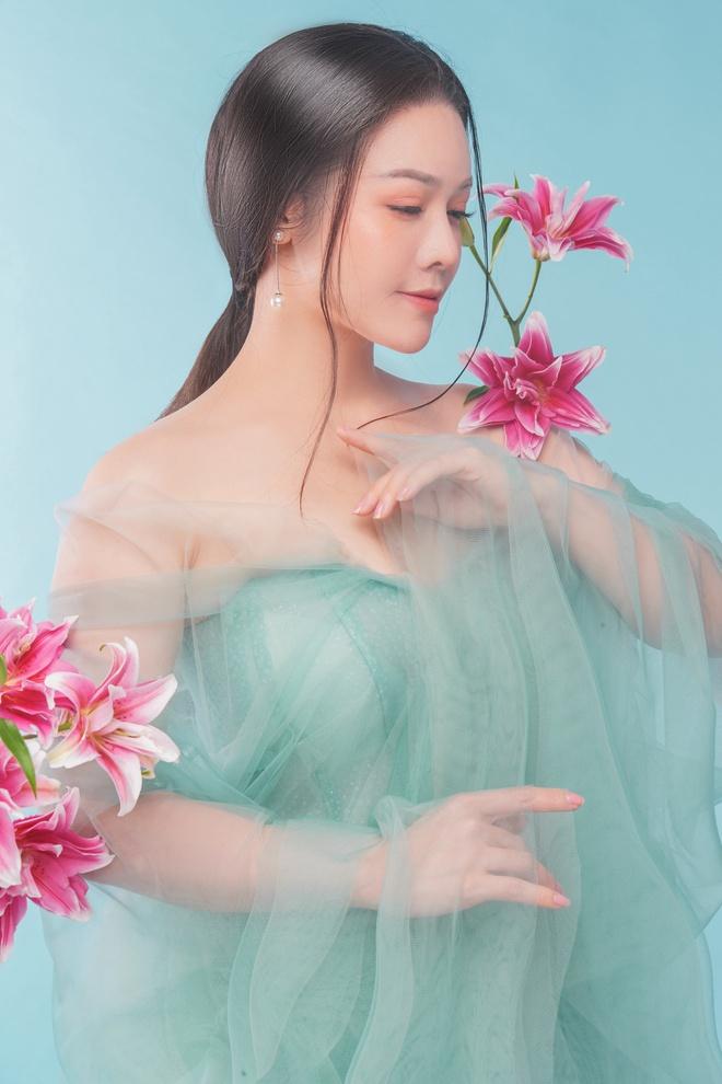 Nhật Kim Anh khoe thần thái trẻ đẹp trong loạt ảnh cổ trang - Ảnh 9.