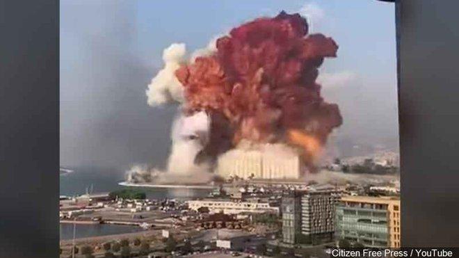 Hình ảnh nổ kinh hoàng như ngày tận thế: Sóng xung kích xé toạc cả Beirut trong vài giây - Ảnh 3.