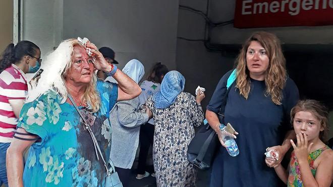 Hình ảnh nổ kinh hoàng như ngày tận thế: Sóng xung kích xé toạc cả Beirut trong vài giây - Ảnh 4.