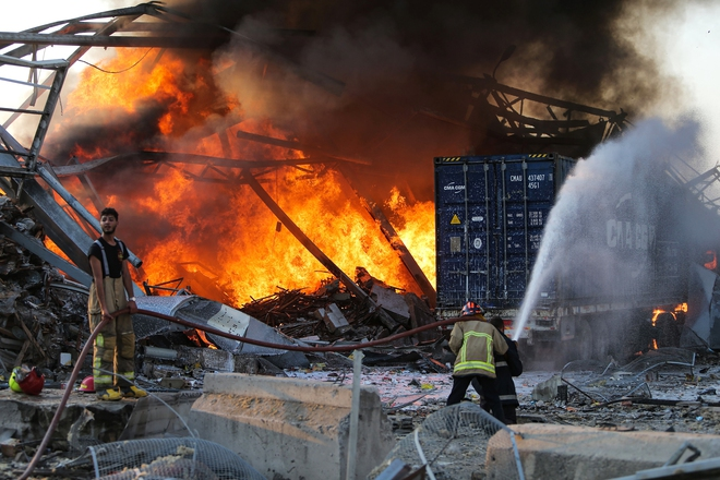 Hình ảnh nổ kinh hoàng như ngày tận thế: Sóng xung kích xé toạc cả Beirut trong vài giây - Ảnh 5.