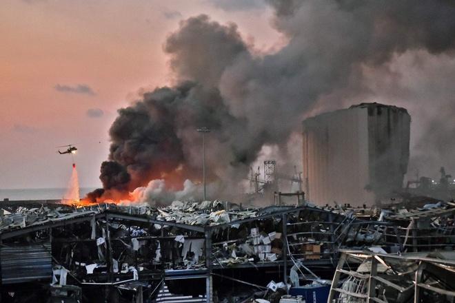 Hình ảnh nổ kinh hoàng như ngày tận thế: Sóng xung kích xé toạc cả Beirut trong vài giây - Ảnh 11.