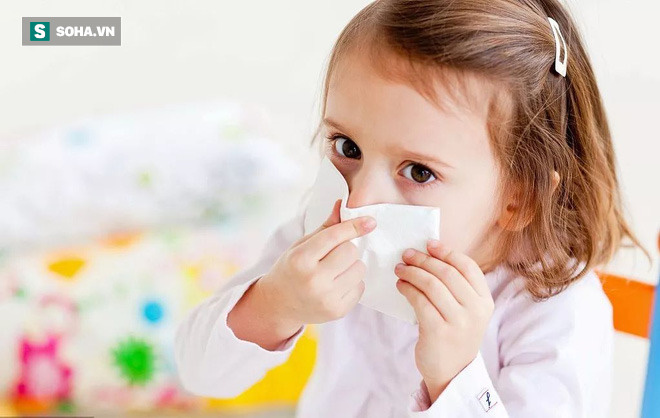 Trẻ nhiễm Covid-19 có thể mang lượng virus gấp 10 - 100 lần so với người lớn, lây lan mạnh - Ảnh 1.