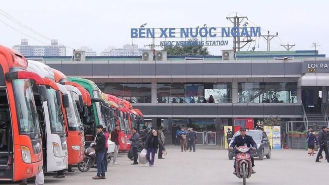 Không thấy tên BN 620 mắc Covid-19 trong danh sách của BX Nước Ngầm; Nhiều thôn ở Bắc Giang bị phong tỏa - Ảnh 1.