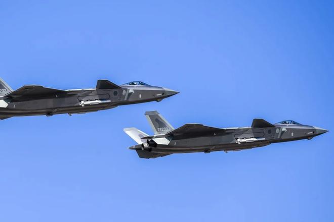 Báo Hoa ngữ: Trung Quốc, Mỹ chạy đua tranh giành quyền bá chủ trên không - ảnh 1