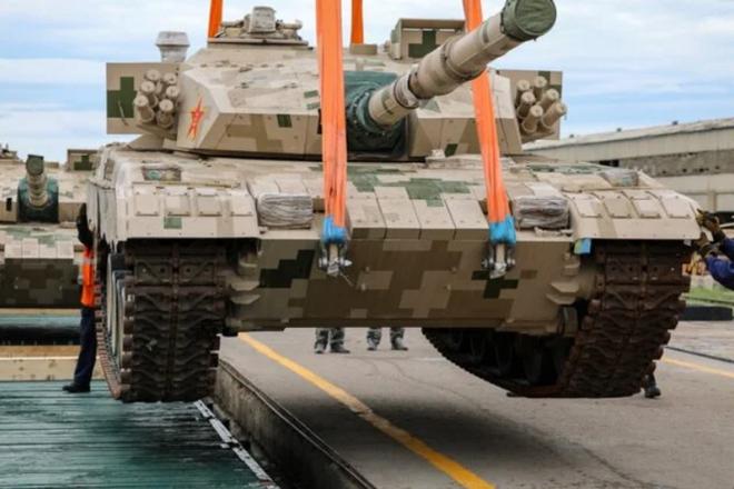 Tăng chiến đấu chủ lực Type-96 Trung Quốc đến Nga dự Army-2020 - Ảnh 1.