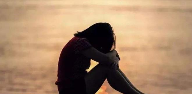 Con gái 8 tuổi khỏe mạnh bỗng nhiên bị trầm cảm, người mẹ khóc hối hận vì một việc làm cách đây 5 năm - Ảnh 2.