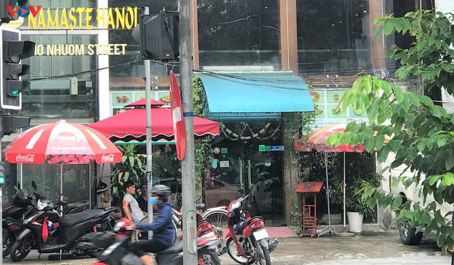 Phố cổ Hà Nội treo đầy biển hiệu sang nhượng, đóng cửa - Ảnh 11.