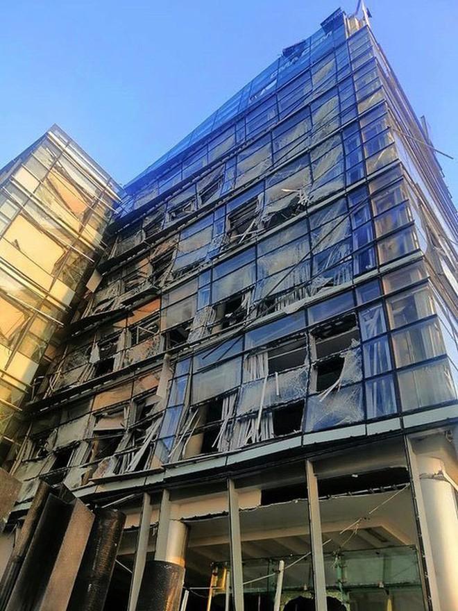 Nổ cực lớn ở Lebanon: Do hàn xì lỗ thủng của nhà kho? - Ảnh 4.