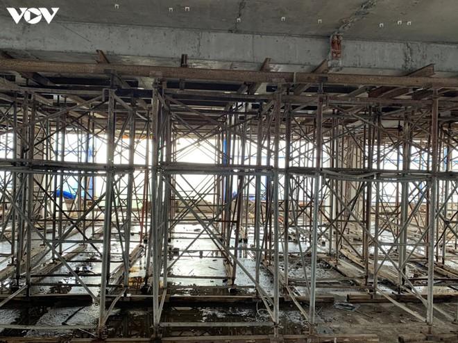 Sai phạm toà nhà 8B Lê Trực: Cắt, dỡ hàng loạt tấm bê tông tại tầng 18 - Ảnh 4.