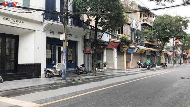Phố cổ Hà Nội treo đầy biển hiệu sang nhượng, đóng cửa - Ảnh 7.