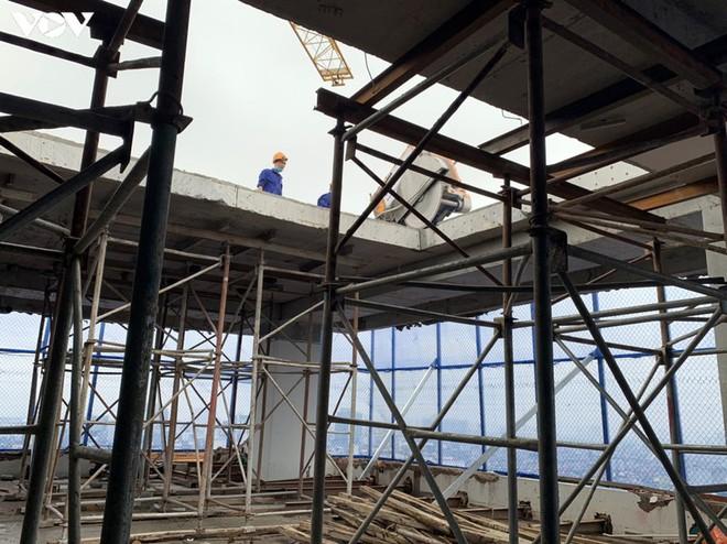 Sai phạm toà nhà 8B Lê Trực: Cắt, dỡ hàng loạt tấm bê tông tại tầng 18 - Ảnh 8.