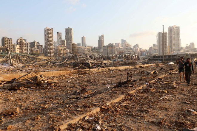 Nổ cực lớn ở Lebanon: Do hàn xì lỗ thủng của nhà kho? - Ảnh 9.