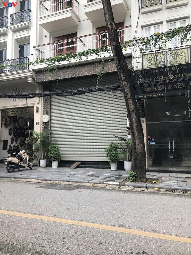 Phố cổ Hà Nội treo đầy biển hiệu sang nhượng, đóng cửa - Ảnh 10.