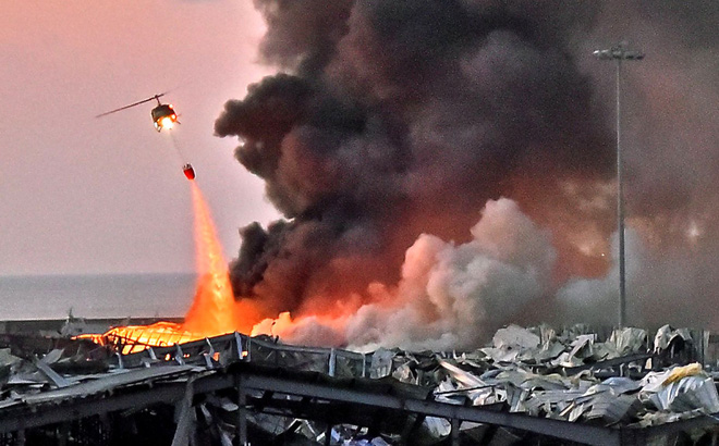 """Vụ nổ kinh hoàng ở Beirut: 2.700 tấn chất hóa học đã bị bỏ lại từ năm 2013 bởi con tàu """"bí ẩn""""?"""