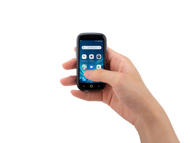 Quên điện thoại màn hình lớn đi, chiếc smartphone tí hon này mới đang là tâm điểm của sự chú ý - Ảnh 3.