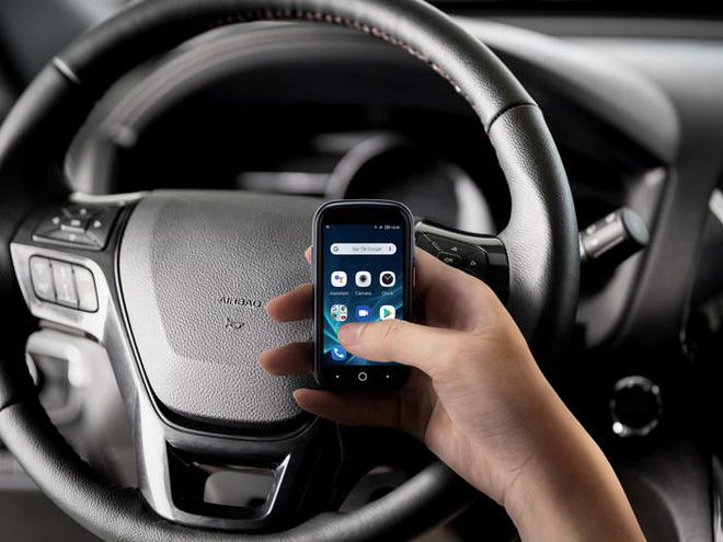 Quên điện thoại màn hình lớn đi, chiếc smartphone tí hon này mới đang là tâm điểm của sự chú ý - Ảnh 9.