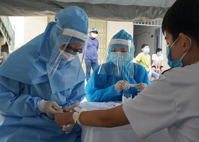 Bệnh nhân mắc COVID-19 số 724 ở Đà Nẵng đã tham dự cuộc họp với 400 người - Ảnh 1.