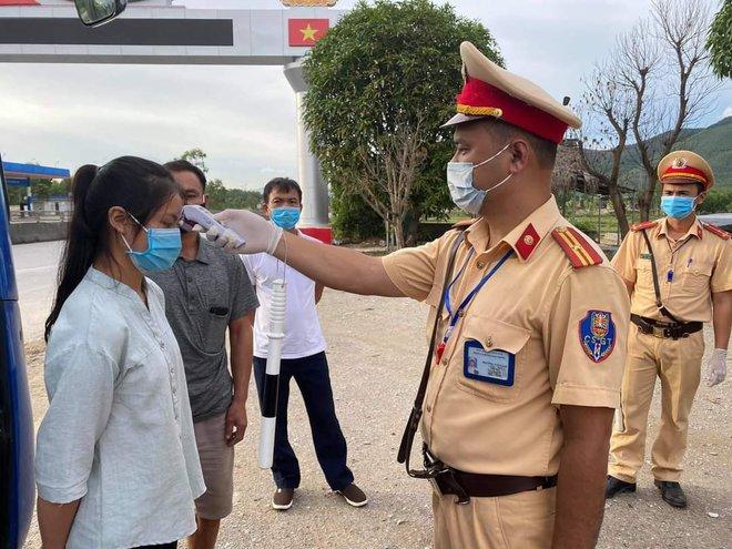 Thanh Hoá phong tỏa 2 khu phố với gần 600 hộ dân, nơi có người dương tính lần 1 với SARS-CoV-2 - Ảnh 3.