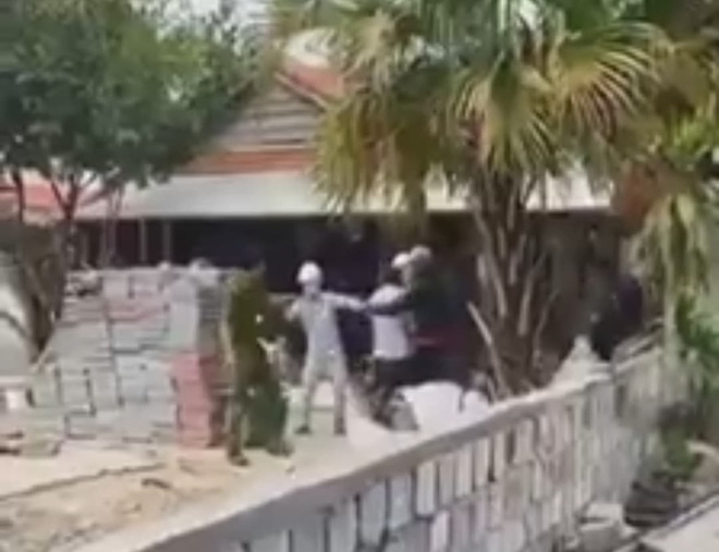 Nhóm người ném đá, tấn công Công an Đà Nẵng khi bị nhắc nhở vì xây nhà trái phép - Ảnh 1.