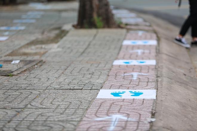 Cận cảnh cây ATM khẩu trang phát miễn phí cho người nghèo ở Sài Gòn - Ảnh 4.