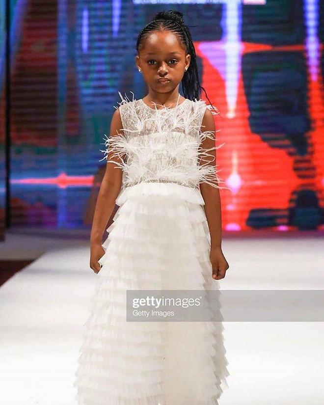 Sau 2 năm gây sốt mạng xã hội, cô bé châu Phi đẹp nhất thế giới hiện ra sao? - Ảnh 6.