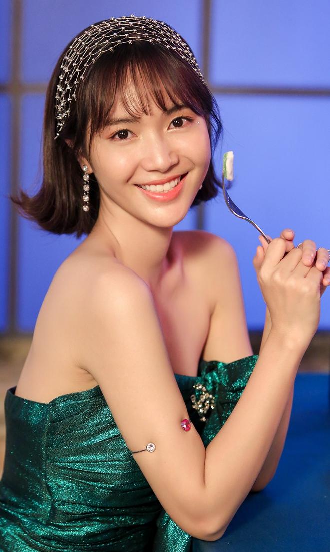 Jang Mi khoe lưng trần gợi cảm - Ảnh 2.