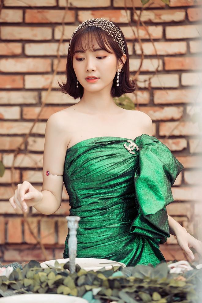 Jang Mi khoe lưng trần gợi cảm - Ảnh 5.
