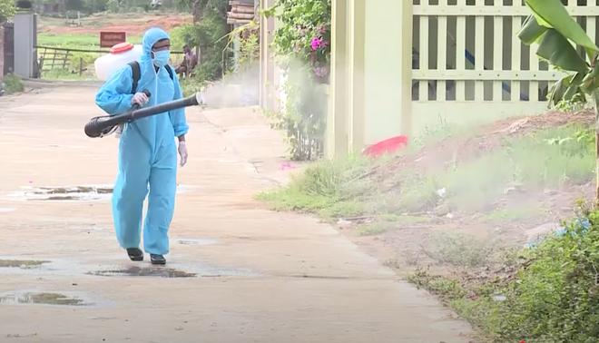 Thanh Hoá phong tỏa 2 khu phố với gần 600 hộ dân, nơi có người dương tính lần 1 với SARS-CoV-2 - Ảnh 2.