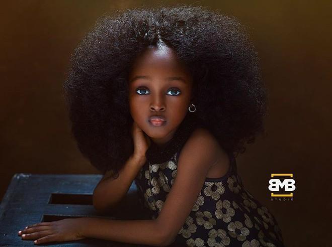 Sau 2 năm gây sốt mạng xã hội, cô bé châu Phi đẹp nhất thế giới hiện ra sao? - Ảnh 1.