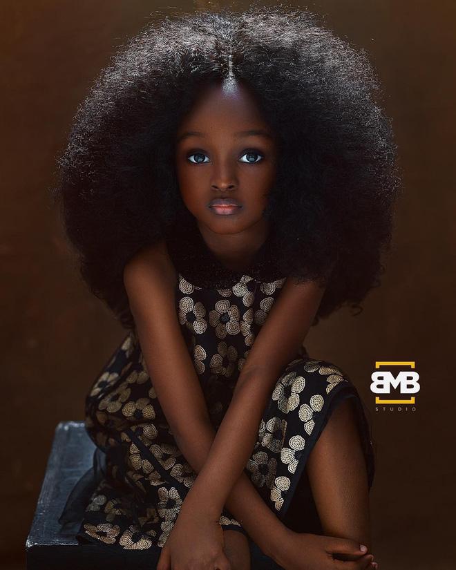 Sau 2 năm gây sốt mạng xã hội, cô bé châu Phi đẹp nhất thế giới hiện ra sao? - Ảnh 2.