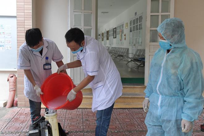 Phun khử khuẩn các điểm thi tại Hà Nội để chuẩn bị thi tốt nghiệp THPT giữa tâm dịch Covid-19 - Ảnh 5.
