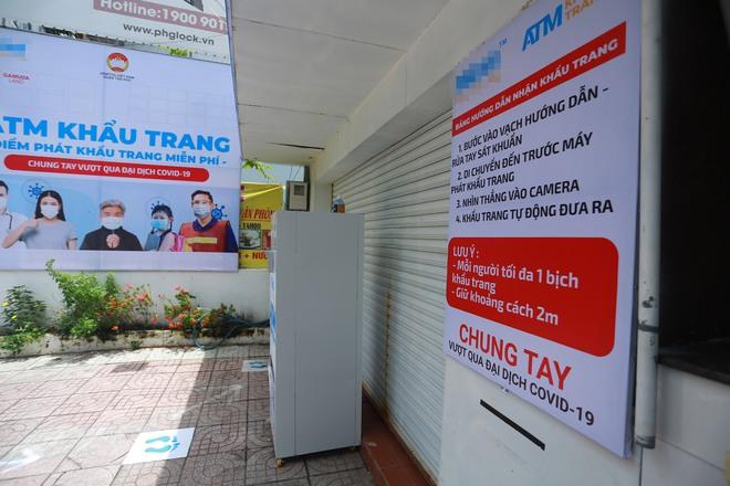 Cận cảnh cây ATM khẩu trang phát miễn phí cho người nghèo ở Sài Gòn - Ảnh 11.