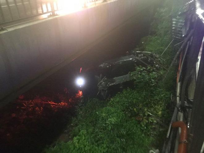 Vừa sang tay chủ mới 11 tỷ, chàng trai 26 tuổi xót xa khi siêu xe Porsche lao xuống cầu Sài Gòn, hư hỏng nặng - Ảnh 1.