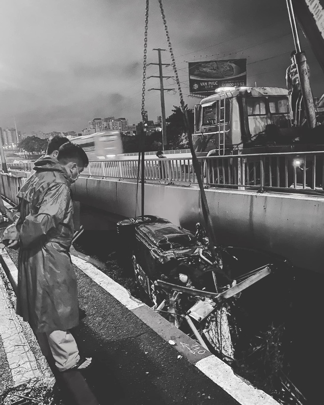 Vừa sang tay chủ mới 11 tỷ, chàng trai 26 tuổi xót xa khi siêu xe Porsche lao xuống cầu Sài Gòn, hư hỏng nặng - Ảnh 2.