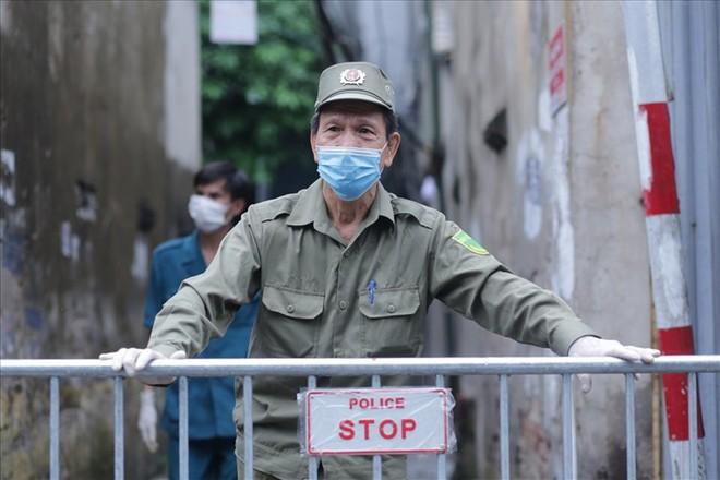 Thêm 1 khu phố ở Sầm Sơn bị phong tỏa; 1 người sống cùng toà nhà với BN714 ở Hà Nội bỏ đi, vẫn chưa tìm được - Ảnh 1.