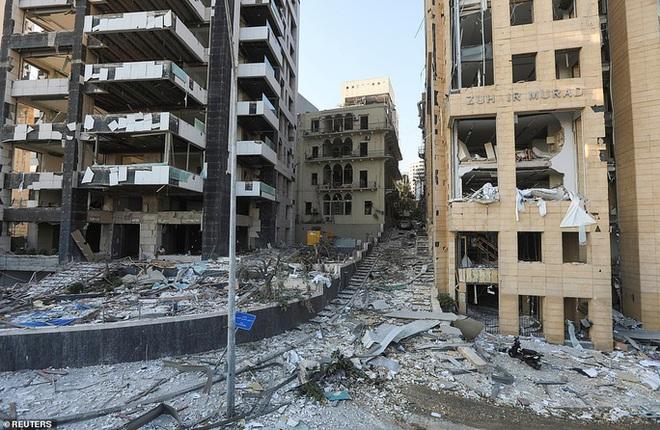 Đang chụp ảnh cưới, cô dâu Lebanon hồn xiêu phách lạc vì vụ nổ Beirut - Ảnh 5.