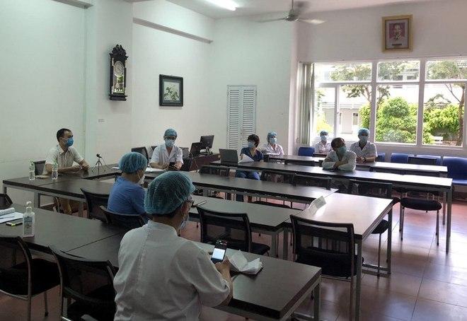 Những người đi dạo trong 3 bệnh viện đang bị phong toả ở Đà Nẵng - Ảnh 5.
