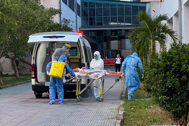 Có 1 bệnh nhân mắc Covid-19, Thanh Hoá cho dừng karaoke, massage, vũ trường; 3 bệnh nhân Covid-19 điều trị ở Huế rất nguy kịch - Ảnh 1.