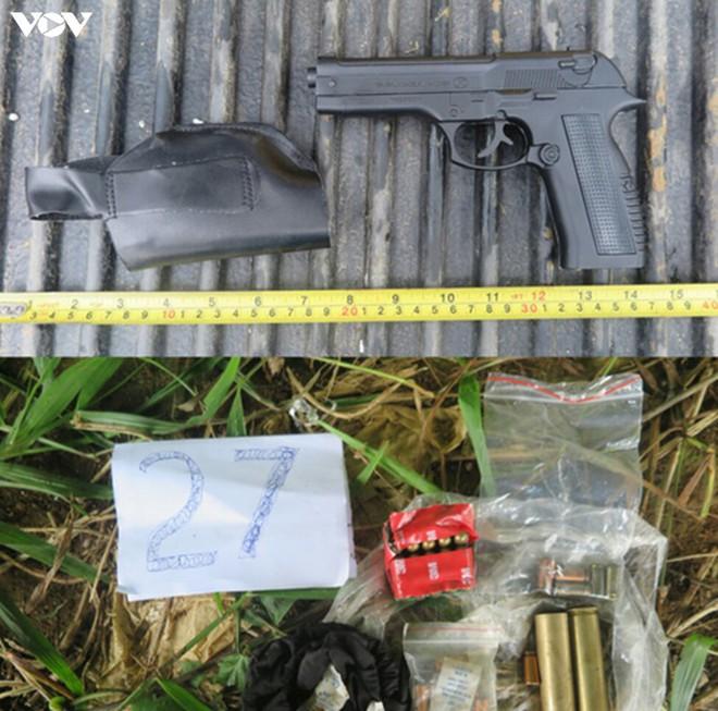 """Triệt phá 2 băng nhóm """"thanh toán"""" nhau bằng dao súng ở Lào Cai - Ảnh 2."""