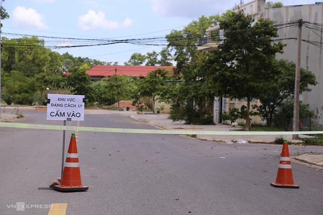 97 trường hợp là F1 của 2 bệnh nhân Covid-19 tại Quảng Trị; Hai khu dân cư ở Quảng Trị bị cách ly - Ảnh 1.