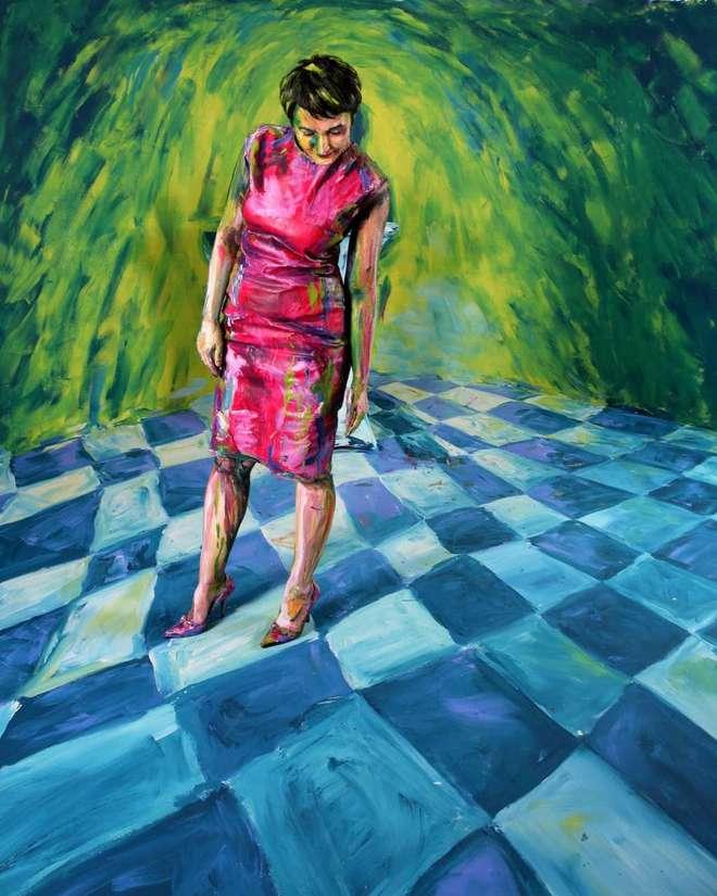 Bức tranh sơn dầu tả cảnh cô gái ngồi thẫn thờ, tưởng đơn giản nhưng ẩn chứa một sự thật có thể gây thót tim cho bất kỳ ai - Ảnh 8.