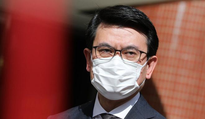 Quan chức Hồng Kông: Có thể gửi 100 USD để ông Trump đóng băng - Ảnh 2.